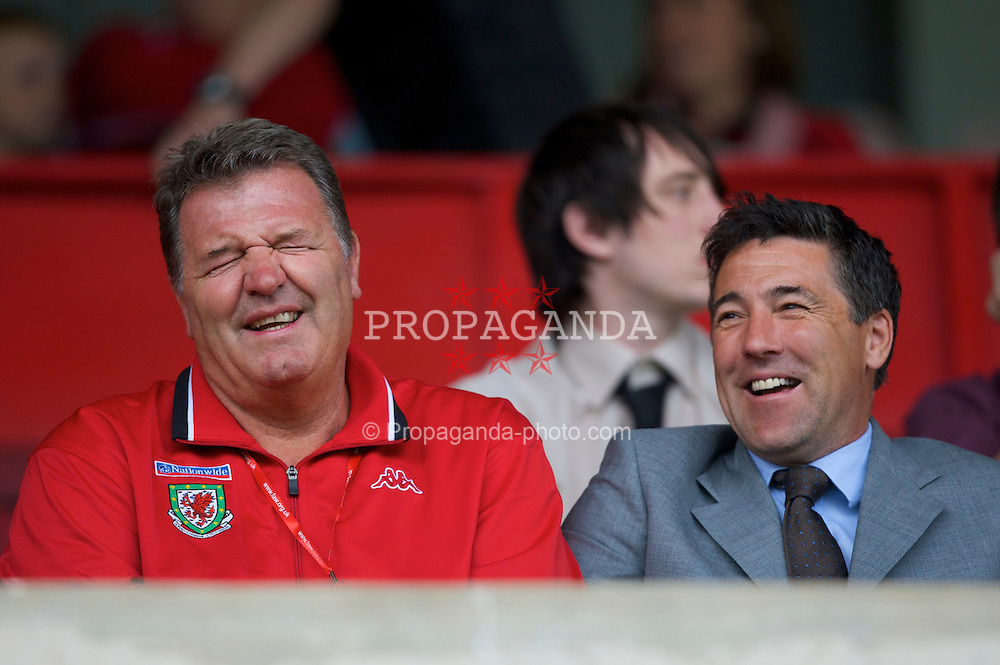 WREXHAM, WALES - Thursday, May 15, 2008: Wales' manager John Toshack and assistant Dean Saunders during the Under-21 Friendly match at the Racecourse Ground. (Photo by David Rawcliffe/Propaganda)