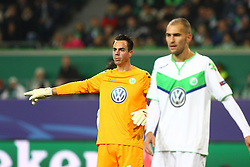 21.10.2015, Volkswagen Arena, Wolfsburg, GER, UEFA CL, VfL Wolfsburg vs PSV Eindhoven, Gruppe B, im Bild TW Diego Benaglio (#1, VfL Wolfsburg) dirigiert seine Vorderleute // during UEFA Champions League group B match between VfL Wolfsburg and PSV Eindhoven at the Volkswagen Arena in Wolfsburg, Germany on 2015/10/21. EXPA Pictures © 2015, PhotoCredit: EXPA/ Eibner-Pressefoto/ Hundt<br /> <br /> *****ATTENTION - OUT of GER*****