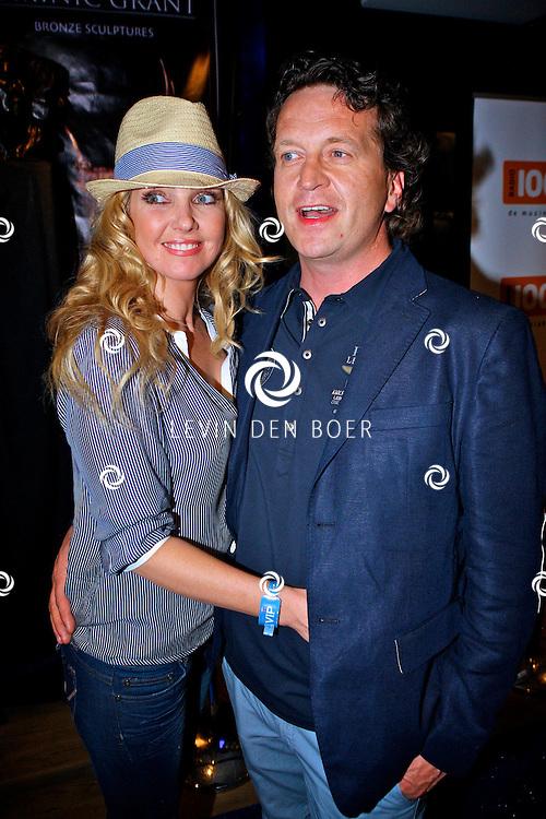 AMSTERDAM - Na het grote Toppers concert mochten de VIPS over de rode loper naar het VIP feest.  Met op de foto Brigitte Nijman en partner Robert Veuger. FOTO LEVIN DEN BOER - PERSFOTO.NU