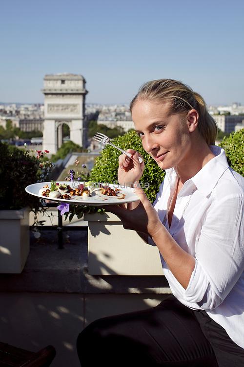 Amandine Chaignot, chef cuisinier de l'Hôtel Raphael de Paris, le 24 julliet 2012.