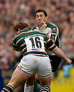 Leicester, ENGLAND.  Riki Flutey runs into, Sam Vesty, Guinness Premiership Semi-Final. Leicester Tigers vs London Irish, at Welford Road, 05.2006. © Peter Spurrier/Intersport-images.com,  / Mobile +44 [0] 7973 819 551 / email images@intersport-images.com.   [Mandatory Credit, Peter Spurier/ Intersport Images].14.05.2006