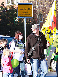 06.11.2010, Castortransport Demonstration, Dannenberg Nebenstedt, GER, Ca.50.000 Menschen davon viele Familien demonstrieren gegen Atomkraft im Wendland, EXPA Pictures © 2010, PhotoCredit: EXPA/ nph/  Kohring+++++ ATTENTION - OUT OF GER +++++