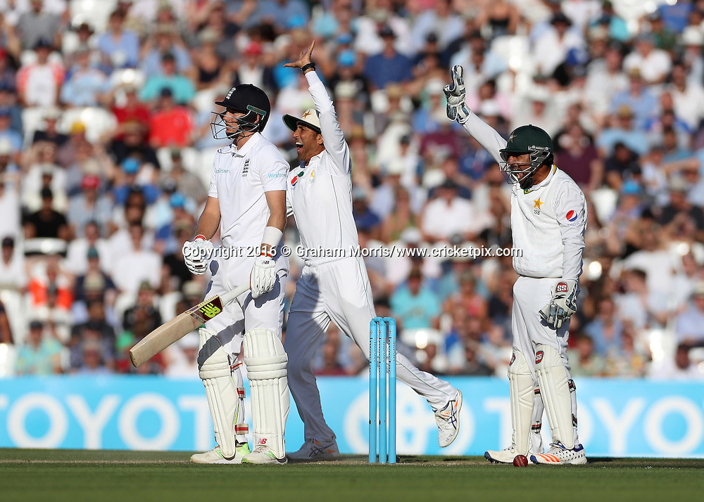 Joe Root out lbw to Yasir Shah as wicket keeper Sarfraz Ahmed appeals during the 4th Investec Test Match between England and Pakistan at the Kia Oval. Photo: Graham Morris/www.cricketpix.com (Tel:+44(0)20 8969 4192; Email: graham@cricketpix.com) 13/08/2016