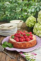 Motiv: Glutenfritt med hallon och blåbär<br /> Recept: Katarina Carlgren<br /> Fotograf: Thomas Carlgren<br /> Användningsrätt: Publ en gång<br /> Annan publicering kontakta fotografen