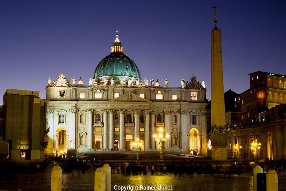 VAT , VATIKAN STAAT , ITA , ITALIEN : Petersdom in Rom. |VAT , VATICAN STATE , ITA , ITALY : St. Peter´s Basilica in Rome|. 17.02.2012. Copyright by : Rainer UNKEL , Tel.: 0171/545775