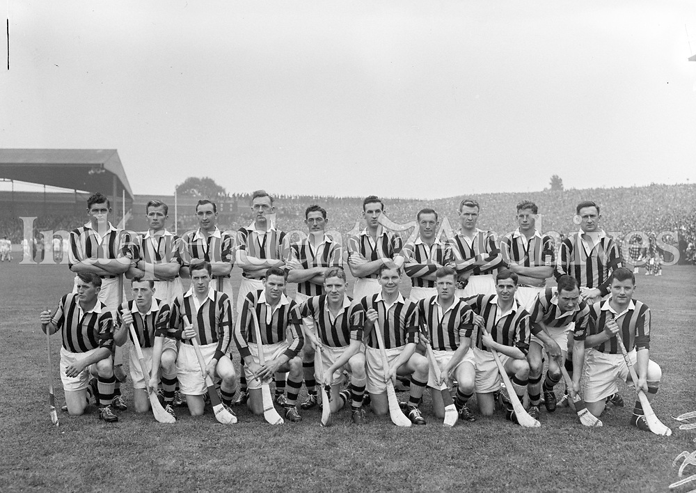 The Kilkenny team that played  Waterford  in the All-Ireland hurling final re-play on 4/10/59 (Part of Independent Newspapers Ireland/NLI Collection)