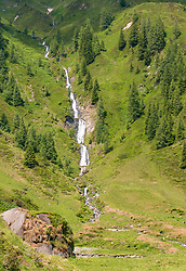 THEMENBILD - ein Wasserfall unterhalb des Langwiedboden auf dem Weg zur Salzburger Hütte, aufgenommen am 01. Juli 2019, Kaprun, Österreich // a waterfall below the Langwiedboden on the way to the Salzburger hut on 2019/07/01, Kaprun, Austria. EXPA Pictures © 2019, PhotoCredit: EXPA/ Stefanie Oberhauser