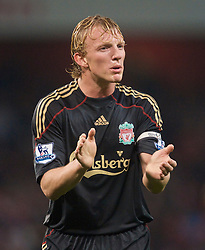 LONDON, ENGLAND - Wednesday, October 28, 2009: Liverpool's Dirk Kuyt rallies his team-mates during the League Cup 4th Round match against Arsenal at Emirates Stadium. (Photo by David Rawcliffe/Propaganda)