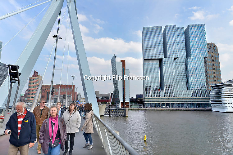 Nederland, Netherlands, Rotterdam, 2-5-2015Kop van Zuid, wilhelminakade, met de cruise terminal, cruiseschip de Splendida van MSC, en hoogbouw De Rotterdam van architect Rem Koolhaas.District Kop van Zuid with cruise terminal and high-rise buildings. Building De Rotterdam from architect Rem Koolhaas.FOTO: FLIP FRANSSEN