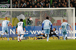 25.02.2010, Volkswagen Arena, Wolfsburg, GER, 1.FBL, VfL Wolfsburg vs Borussia Moenchengladbach, im Bild elfmetertor durch Filip Daems (Moenchengladbach #3).EXPA Pictures © 2011, PhotoCredit: EXPA/ nph/  Schrader       ****** out of GER / SWE / CRO  / BEL ******