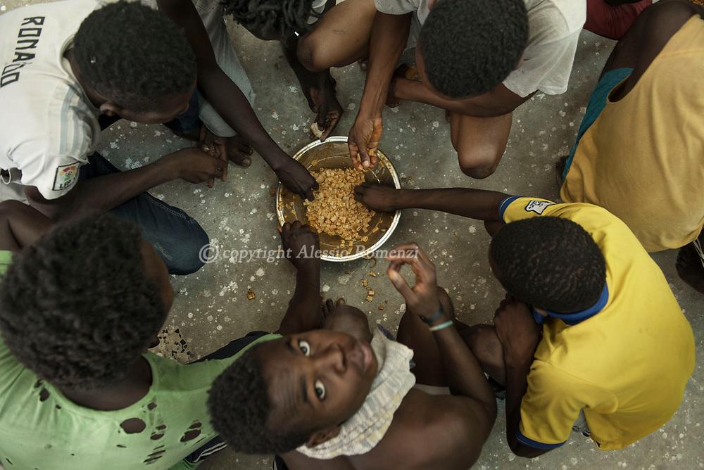 Libya, Zawyia: Migrants eat inside Al Nasr detention center for migrants in Zawyia. Alessio Romenzi