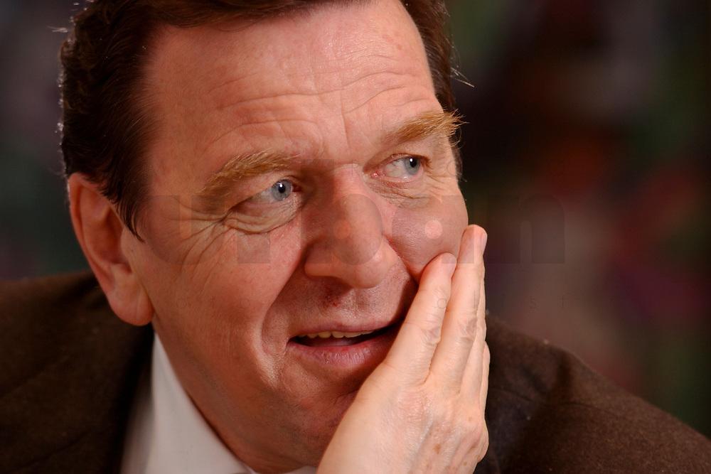 09 JAN 2002, BERLIN/GERMANY:<br /> Gerhard Schroeder, SPD, Bundeskanzler, waehrend einem Interiew, in seinem Buero, Bundeskanzleramt<br /> Gerhard Schroeder, SPD, Federal Chancellor of Germany, during an interview, in his office<br /> IMAGE: 20020109-02-037<br /> KEYWORDS: Gerhard Schröder