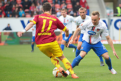 23.04.2016, Voith Arena, Heidenheim, GER, 2. FBL, 1. FC Heidenheim vs SC Paderborn 07, 31. Runde, im Bild Moritz Stoppelkamp ( SC Paderborn 07 ) umspielt Arne Feick ( 1.FC Heidenheim ). Im HG Timo Beermann ( 1.FC Heidenheim ) und Kevin Kraus ( 1.FC Heidenheim ) // during the 2nd German Bundesliga 31th round match between 1. FC Heidenheim vs SC Paderborn 07 at the Voith Arena in Heidenheim, Germany on 2016/04/23. EXPA Pictures &copy; 2016, PhotoCredit: EXPA/ Eibner-Pressefoto/ Bozler<br /> <br /> *****ATTENTION - OUT of GER*****