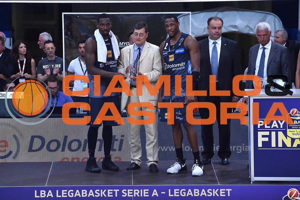 Dustin Hogue, Dominique Sutton<br /> Dolomiti Energia Trento - Umana Reyer Venezia<br /> Lega Basket Serie A 2016-2017<br /> Playoff FINALE Gara 6<br /> Avellino 20/06/2017<br /> Foto Ciamillo-Castoria