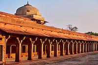 Inde, état de l'Uttar Pradesh, Fatehpur Sikri, ancienne capitale de l'empire moghol, classée Patrimoine Mondial de l'UNESCO, etable // India, Uttar Pradesh, Unesco World heritage, Fatehpur Sikri, camel stable