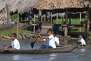 Niños se dirigen a la escuela de la Comunidad Warao de Boca de Tigre  en el Delta Amacuro, Venezuela. Este pueblo indígena del oriente del país,  que contaba para 2001 con 36.000 habitantes aproximadamente, construyen sus hogares suspendidos sobre las aguas  para compensar los cambios de marea que vienen del mar del Caribe. Durante los años recientes conviven con la exploración petrolífera, el tráfico de drogas y la actividad turistica se lleva a  cabo actualmente en la zona, en la que habitan desde hace por lo menos 8.000 años. Venezuela,  2006. (Ramón Lepage / Orinoquiaphoto)   Kids going to the school in Warao Comunity in Boca de Tigre in the Amacuro Delta, Venezuela. This ethnic group of the east of the country, that counted in 2001 with approximate 36.000 inhabitants, constructs their homes suspended on waters to compensate the changes of tide that come from the Caribbean sea. During the recent years they coexist with the petroliferous exploration, the drug traffic and the tourist activity that  are carried out in the zone, in which they have been living for at least 8,000 years. Venezuela, 2006. (Ramon Lepage/Orinoquiaphoto)..