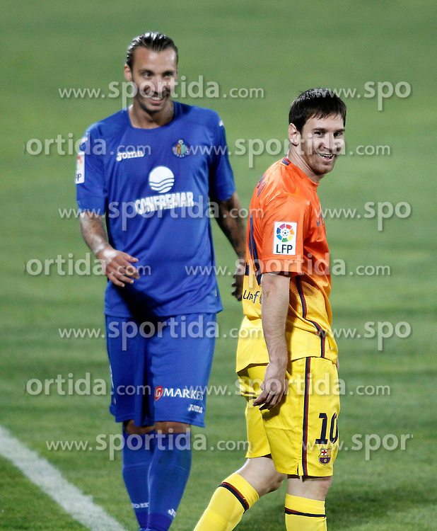15.09.2012, Coliseum Alfonso Perez, Getafe, ESP, Primera Division, FC Getafe vs FC Barcelona, 04. Runde, im Bild Getafe's Alexis Ruano (l) and FC Barcelona's Lionel Messi // during the Spanish Primera Division 04th round match between Getafe CF and Barcelona FC at the Coliseum Alfonso Perez, Getafe, Spain on 2012/09/15. EXPA Pictures © 2012, PhotoCredit: EXPA/ Alterphotos/ Acero..***** ATTENTION - OUT OF ESP and SUI *****