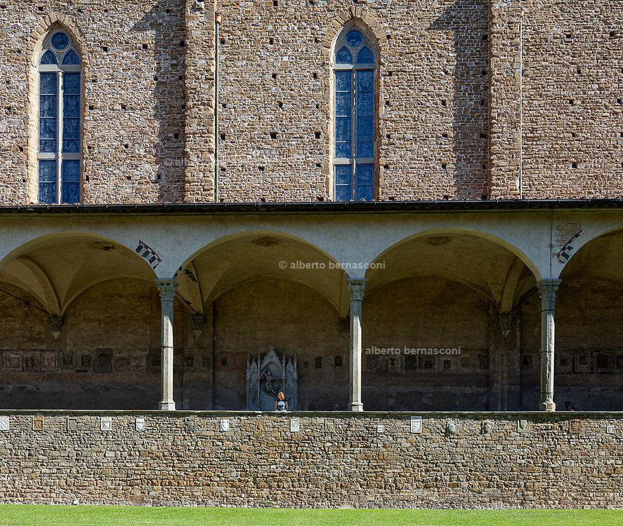 FLORENCE: Chiostro of Basilica di Santa Croce