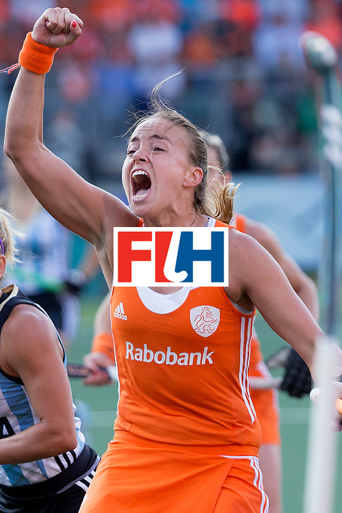 THE HAGUE - Rabobank Hockey World Cup 2014 - 12-06-2014 - WOMEN - SEMI-FINAL THE NETHERLANDS - ARGENTINA 4-0 - Maartje Paumen scoort<br /> Copyright: Willem Vernes