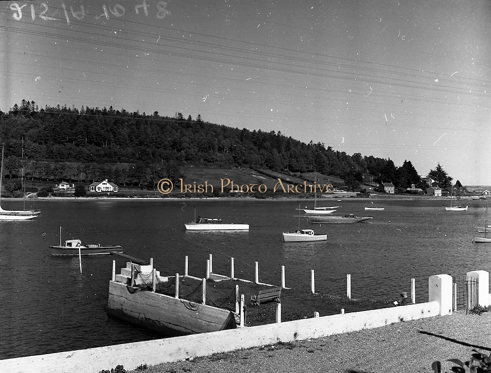 01/02/1957<br /> 02/01/1957<br /> 01 February 1957<br /> View of boats on the river Lee, Crosshaven, Co. Cork.