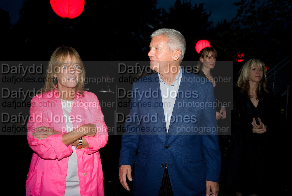 LADY RUTH ROGERS; LARRY GAGOSIAN, The Summer Party. Hosted by the Serpentine Gallery and CCC Moscow. Serpentine Gallery Pavilion designed by Frank Gehry. Kensington Gdns. London. 9 September 2008.  *** Local Caption *** -DO NOT ARCHIVE-© Copyright Photograph by Dafydd Jones. 248 Clapham Rd. London SW9 0PZ. Tel 0207 820 0771. www.dafjones.com.