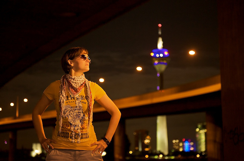 Portrait of a womand in front of the Dusseldorf TV tower<br /> <br /> Portrait einer Frau vor dem D&uuml;sseldorfer Fernsehturm