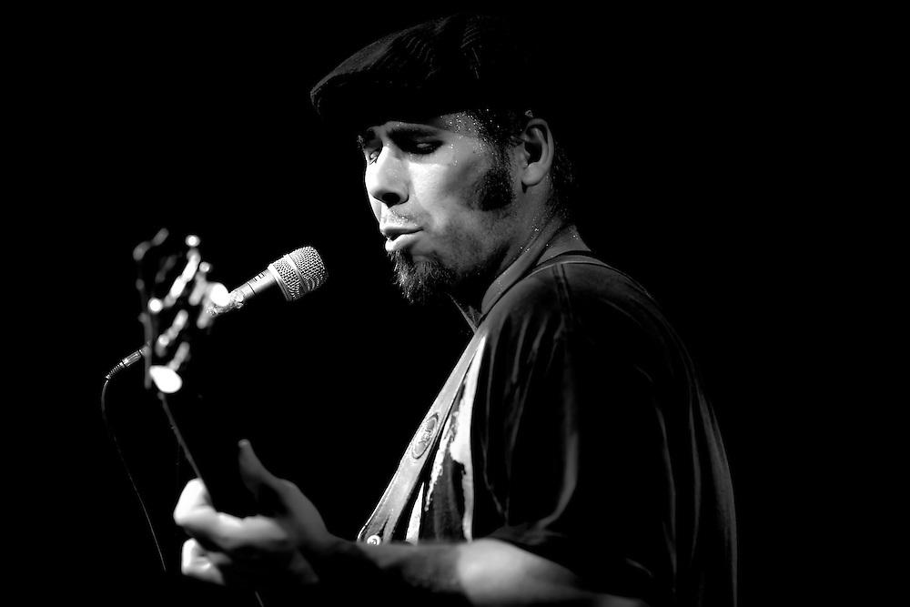 Tim Helbling (aka Funky Tim) performs in Berkeley, CA.  Copyright 2009 Reid McNally.