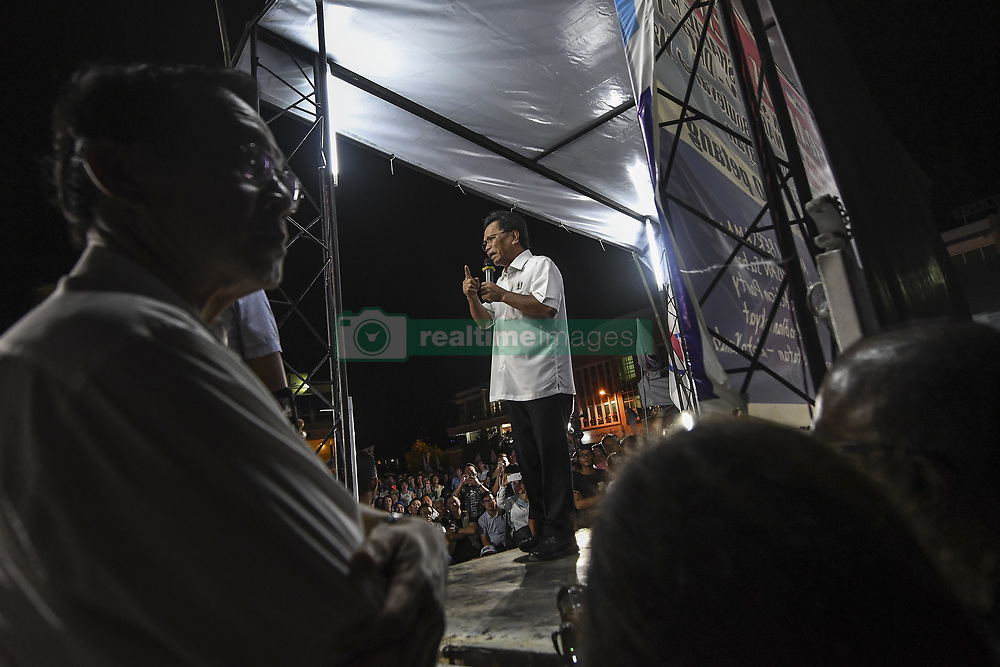 May 5, 2018 - Kuala Lumpur, Malaysia - Parti Warisan Sabah (PWS) President Datuk Seri Shafie Apdal speaks during a 14th General Election (GE14) campaign series at Pakatan Harapan and PWS talk in Lintas Jaya Kepayan on May 5, 2018. - Malaysia's 14th general election will be held on May 9. (Credit Image: © Shafiq Hashim/NurPhoto via ZUMA Press)