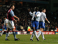 Fotball<br /> Carling Cup 2003/2004<br /> 17.12.2003<br /> Foto: Digitalsport<br /> Norway Only<br /> <br /> ASTON VILLA V CHELSEA <br /> JIMMY FLOYD HASSELBAINK REFUSES TO SHAKE HANDS WITH  RONNY JOHNSEN AT END
