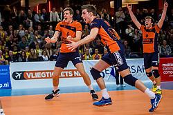 19-02-2017 NED: Bekerfinale Draisma Dynamo - Seesing Personeel Orion, Zwolle<br /> In een uitverkochte Landstede Topsporthal wint Orion met 3-1 de bekerfinale van Dynamo / Joris Marcelis #5 of Orion, Erik van der Schaaf #6 of Orion