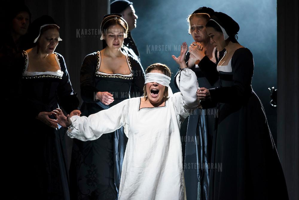 September 23, 2015 - New York, NY : Sondra Radvanovsky, in white, performs as Anna (Boleyn) Bolena in a dress rehearsal for Gaetano Donizetti's 'Anne Bolena' at the Metropolitan Opera at Lincoln Center on Wednesday. CREDIT: Karsten Moran for The New York Times