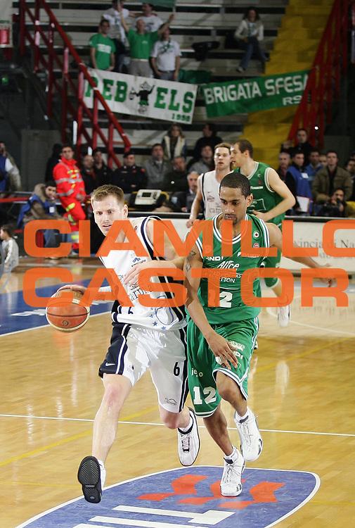 DESCRIZIONE : Napoli Lega A1 2005-06 Carpisa Napoli Benetton Treviso<br /> GIOCATORE : Larranaga<br /> SQUADRA : Carpisa Napoli<br /> EVENTO : Campionato Lega A1 2005-2006<br /> GARA : Carpisa Napoli Benetton Treviso<br /> DATA : 19/03/2006<br /> CATEGORIA : <br /> SPORT : Pallacanestro<br /> AUTORE : Agenzia Ciamillo-Castoria/A.De Lise