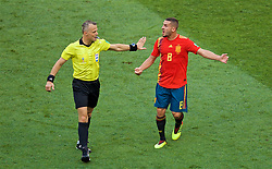MOSCOW, RUSSIA - Sunday, July 1, 2018: Spain's Jorge Resurrección Merodio 'Koke' argues with referee Bjorn Kuipers during the FIFA World Cup Russia 2018 Round of 16 match between Spain and Russia at the Luzhniki Stadium. (Pic by David Rawcliffe/Propaganda)