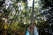 Linhares_ES, Brasil...Floresta recuperada em area particular com apoio do Instituto Ambiental da Vale do Rio Doce. Na foto o neto e a esposa de um idealizador da floresta...Forest  recovered  in particular area with support from the Environmental Institute of Vale do Rio Doce. In this photo the a founder wife and grandson of the forest...Foto: LEO DRUMOND /  NITRO