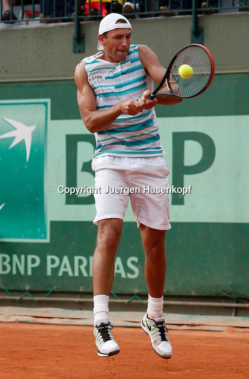 French Open 2011, Roland Garros,Paris,ITF Grand Slam Tennis Tournament, Lukasz Kubot (POL),.Aktion,Einzelbild,Ganzkoerper,Hochformat,