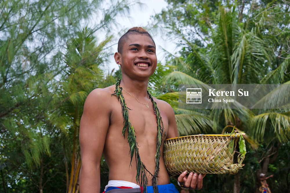 Yapese man in traditional clothing carrying hand bag, Yap Island, Federated States of Micronesia