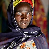 11/10/2012. Village de Koudaram, departement de Tanout. Niger.  Projet ECHO: Opération de transfert monétaire visant la mitigation de la crise alimentaire 2012.   Portrait de Houréra OUSMANE, béneficiaire. Crédits: CRF/Sylvain Cherkaoui