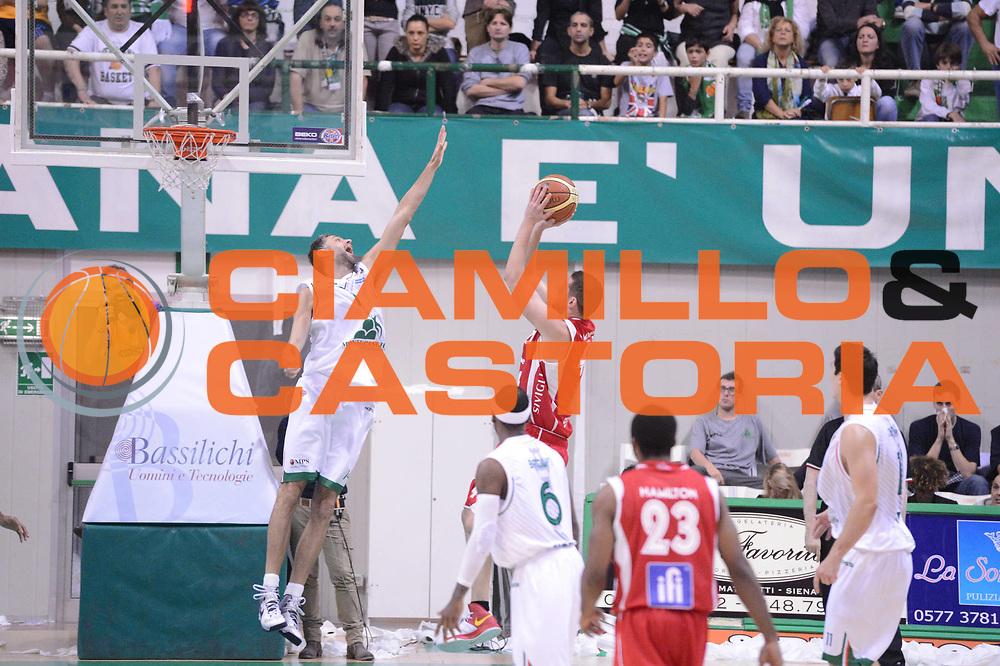 DESCRIZIONE : Siena Lega A 2012-13 Montepaschi Siena Scavolini Banca Marche Pesaro<br /> GIOCATORE :  Tomas Ress<br /> CATEGORIA : difesa controcampo<br /> SQUADRA : Montepaschi Siena<br /> EVENTO : Campionato Lega A 2012-2013 <br /> GARA : Montepaschi Siena Scavolini Banca Marche Pesaro<br /> DATA : 21/10/2012<br /> SPORT : Pallacanestro <br /> AUTORE : Agenzia Ciamillo-Castoria/GiulioCiamillo<br /> Galleria : Lega Basket A 2012-2013  <br /> Fotonotizia :  Siena Lega A 2012-13 Montepaschi Siena Scavolini Banca Marche Pesaro<br /> Predefinita :