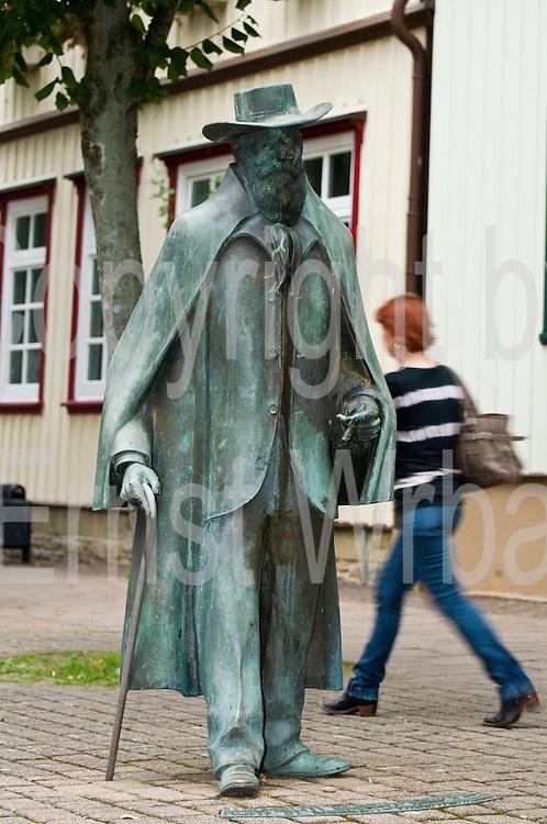 Wilhelm-Busch-Statue, Seesen, Harz, Niedersachsen, Deutschland | Wilhelm Busch statue, Seesen, Harz, Lower Saxony, Germany