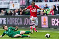 ALKMAAR - 01-04-2017, AZ - FC Groningen, AFAS Stadion, 0-0, FC Groningen speler Ruben Jenssen, AZ speler Dabney dos Santos Souza
