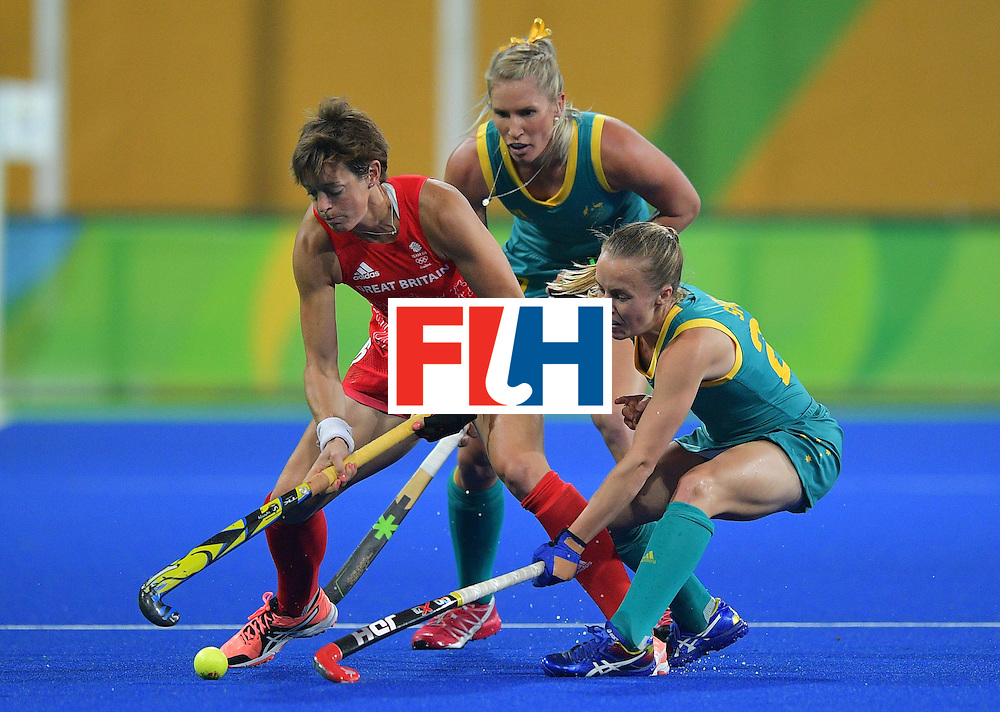 Australia's Kathryn Slattery (R) fights for the ball with Britain's Hannah Macleod during the women's field hockey Britain vs Australia match of the Rio 2016 Olympics Games at the Olympic Hockey Centre in Rio de Janeiro on August, 6 2016. / AFP / Carl DE SOUZA        (Photo credit should read CARL DE SOUZA/AFP/Getty Images)