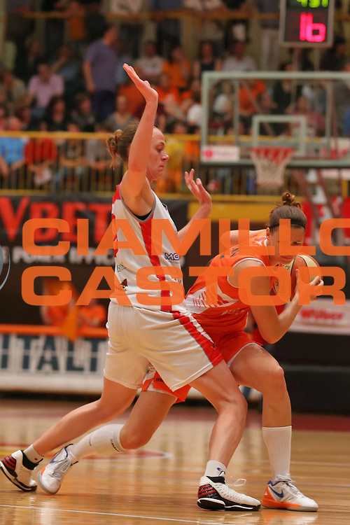 DESCRIZIONE : Schio LBF Playoff Finale Gara 3 Famila Wuber Schio Gesam Gas Lucca<br /> GIOCATORE : Jennifer Nadalin<br /> CATEGORIA : palleggio<br /> SQUADRA :  Famila Wuber Schio<br /> EVENTO : Campionato Lega A1 Femminile 2012-2013 <br /> GARA : Famila Wuber Schio Gesam Gas Lucca<br /> DATA : 04/05/2013<br /> SPORT : Pallacanestro <br /> AUTORE : Agenzia Ciamillo-Castoria/ElioCastoria<br /> Galleria : Lega Basket Femminile 2012-2013 <br /> Fotonotizia : Schio LBF Playoff Finale Gara 3 Famila Wuber Schio Gesam Gas Lucca<br /> Predefinita :