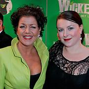 NLD/Scheveningen/20111106 - Premiere musical Wicked, Esther Roord en dochter