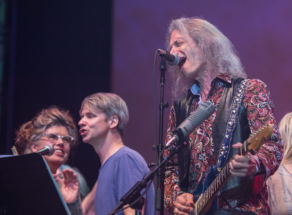 Lenny Kaye with Victoria Williams and John Cameron Mitchell
