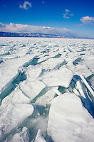 Russie, Siberie, Oblast d'Irkoutsk, lac Baikal, Maloe More ( petite mer), le lac gelé pendant l'hiver. // Russia, Siberia, Irkutsk oblast, Baikal lake, Maloe More (little sea), frozen lake during winter