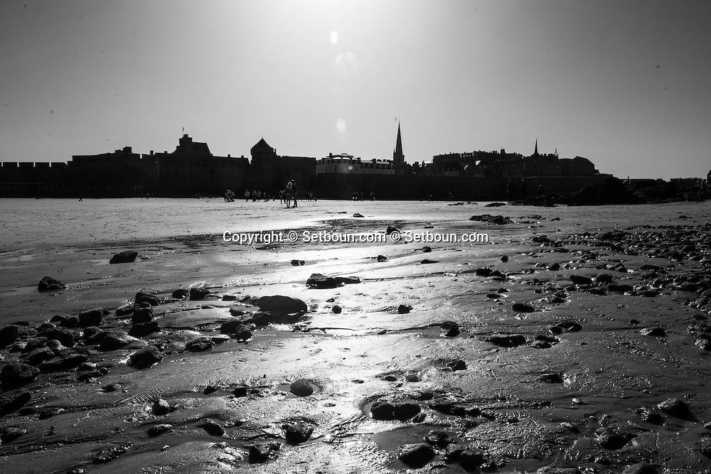 France  Britany  Saint malo   the sea in front of Saint Malo old city    /  la mer face a Saint Malo  bretagne  France