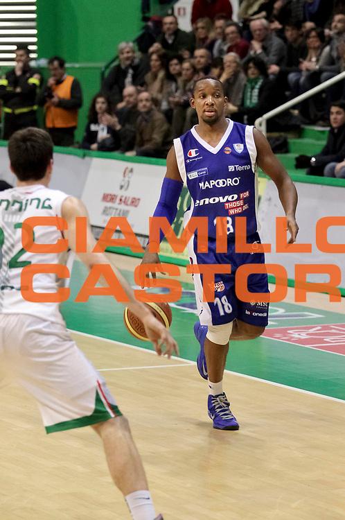DESCRIZIONE: Siena Lega A 2012-13 Montepaschi Siena Lenovo Cantu<br /> GIOCATORE : Jonathan Tabu<br /> CATEGORIA : palleggio<br /> SQUADRA : Lenovo Cantu<br /> EVENTO : Campionato Lega A 2012-2013 <br /> GARA : Montepaschi Siena Lenovo Cantu<br /> DATA : 25/03/2013<br /> SPORT : Pallacanestro <br /> AUTORE : Agenzia Ciamillo-Castoria/N. Dalla Mura<br /> Galleria : Lega Basket A 2012-2013  <br /> Fotonotizia : Roma Lega A 2012-13 Montepaschi Siena Lenovo Cantu