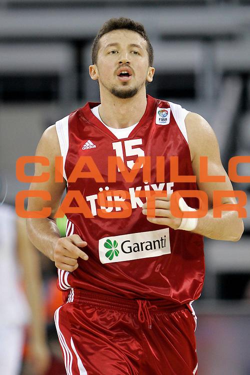 DESCRIZIONE : Madrid Spagna Spain Eurobasket Men 2007 Qualifying Round Italia Turchia Italy Turkey <br /> GIOCATORE : Hidayet Turkoglu <br /> SQUADRA : Turchia Turkey <br /> EVENTO : Eurobasket Men 2007 Campionati Europei Uomini 2007 <br /> GARA : Italia Turchia Italy Turkey <br /> DATA : 10/09/2007 <br /> CATEGORIA : Ritratto <br /> SPORT : Pallacanestro <br /> AUTORE : Ciamillo&amp;Castoria/M.Kulbis <br /> Galleria : Eurobasket Men 2007 <br /> Fotonotizia : Madrid Spagna Spain Eurobasket Men 2007 Qualifying Round Italia Turchia Italy Turkey <br /> Predefinita :