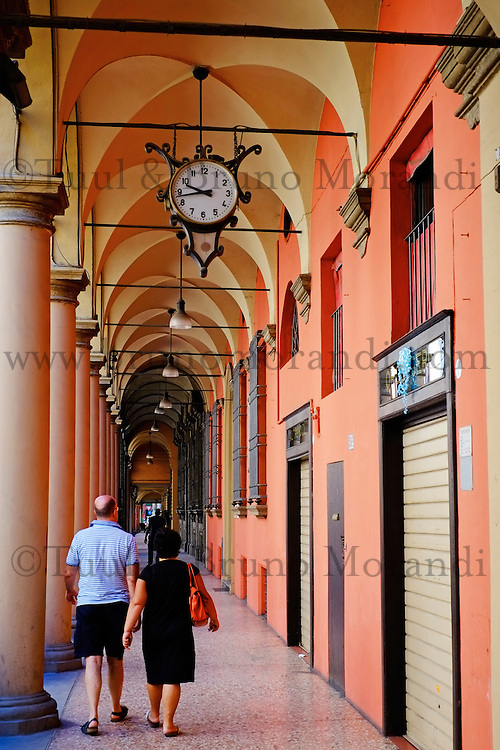 Italie, Emilie-Romagne, Bologne, arcades dans la vieille ville, Bologne compte plus de 37km d'arcade // Italy, Emilia-Romagna, Bologna, Arcade on the old city, there is more then 37km of arcade in Bologna