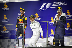 September 17, 2017 - Singapore, Singapore - Motorsports: FIA Formula One World Championship 2017, Grand Prix of Singapore, ..#44 Lewis Hamilton (GBR, Mercedes AMG Petronas F1 Team) (Credit Image: © Hoch Zwei via ZUMA Wire)